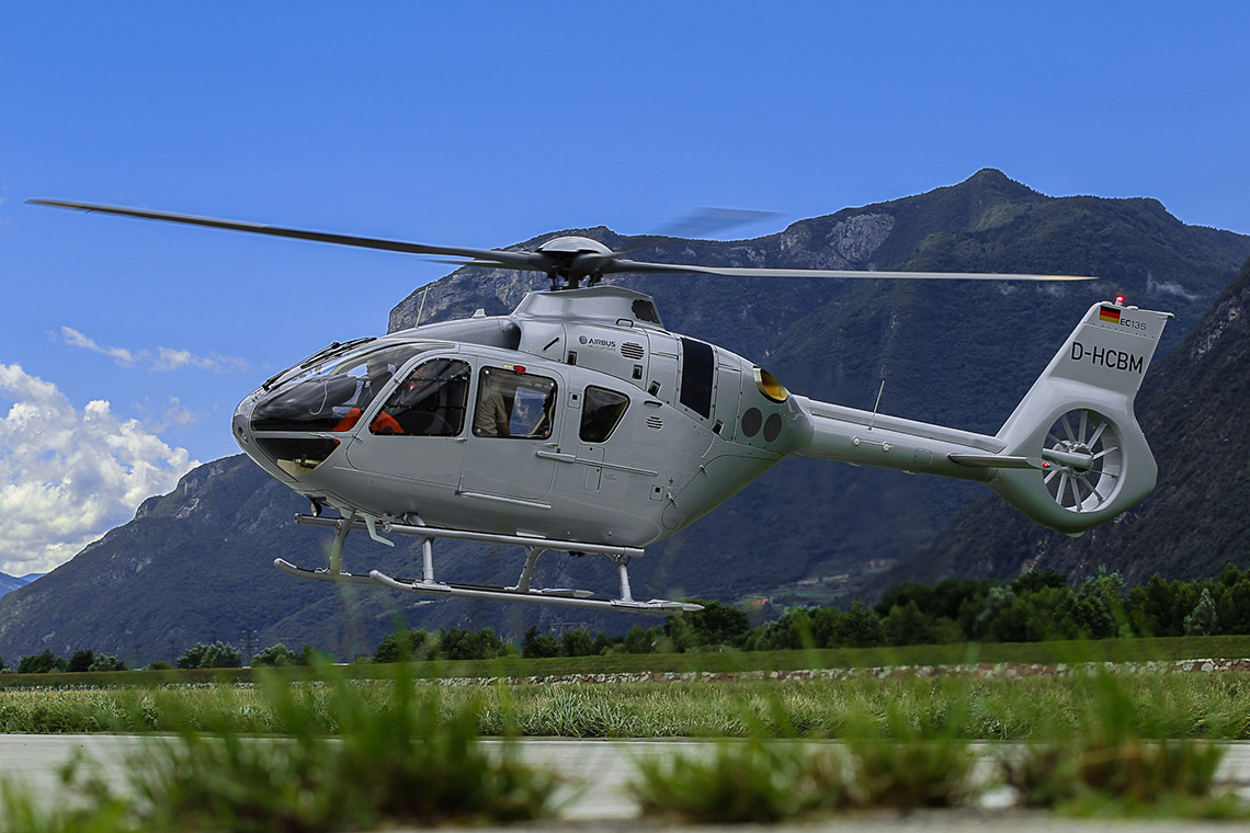 Elicottero Ec 135 : Civil helicopter h airbus helicopters